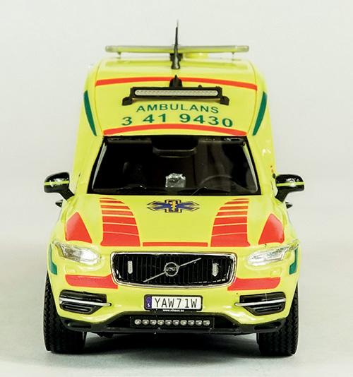 Alla modellerna kommer med en etsad grill med Volvos klassiska emblem.